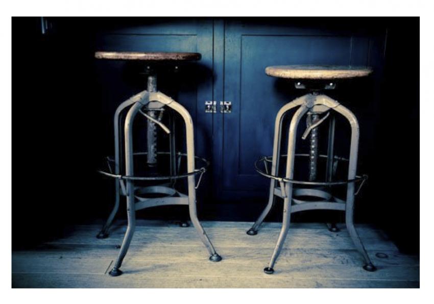 Деревянный стул в стиле винтаж