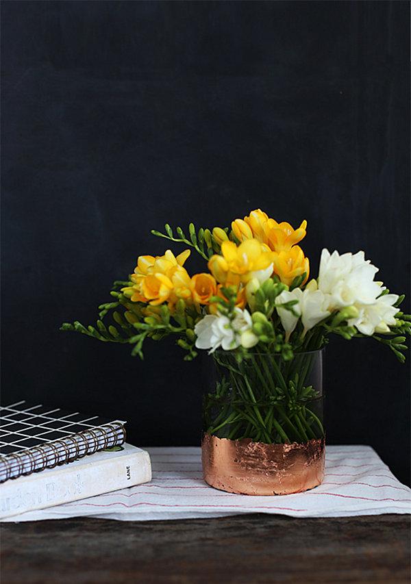 Элегантная ваза с золотым дном