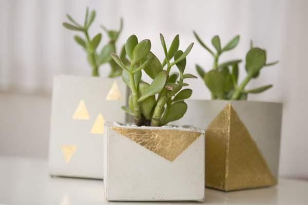 Серебристо-золотая геометрия на горшках