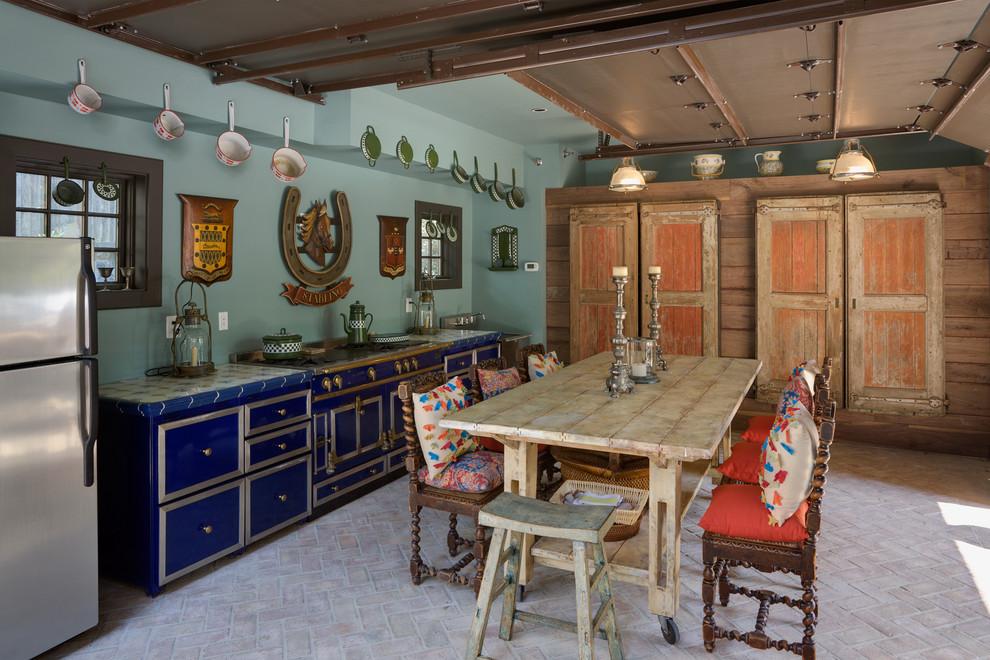 Отличный дизайн интерьера кухни в стиле эклектика