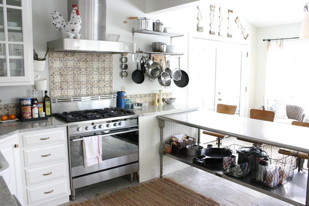 Оригинальный дизайн интерьера кухни в стиле эклектика