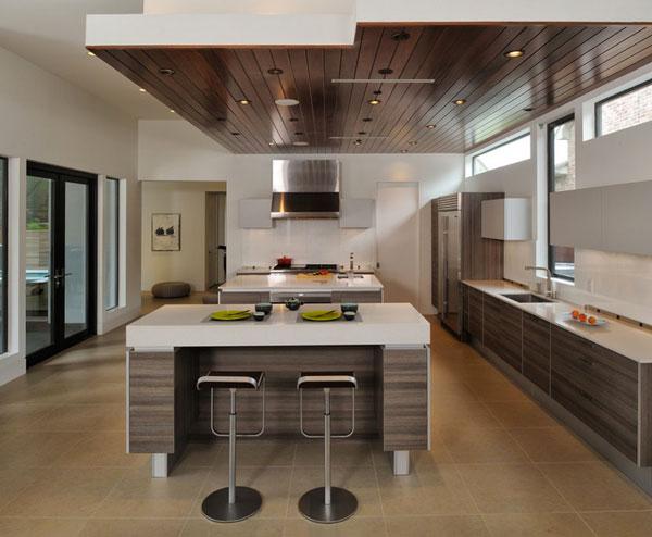 Потолок со встроенной подсветкой на кухне