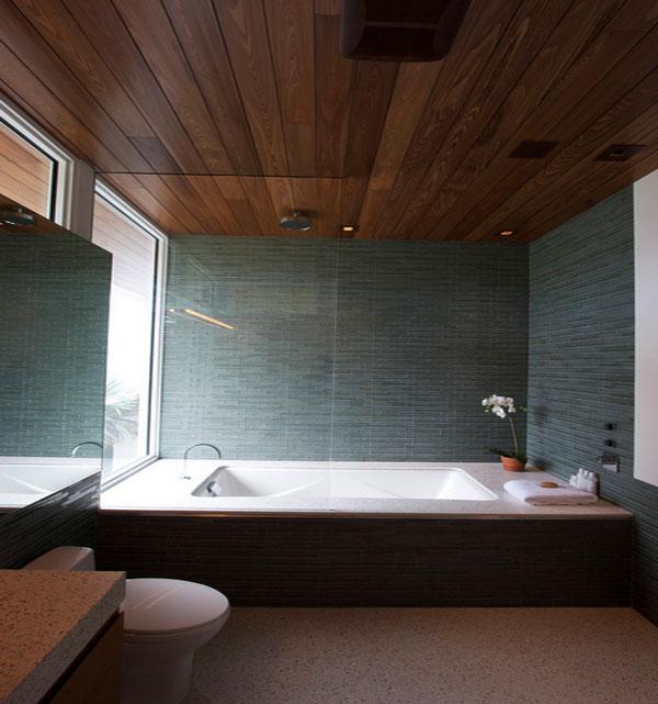 Потолок со встроенной подсветкой в ванной