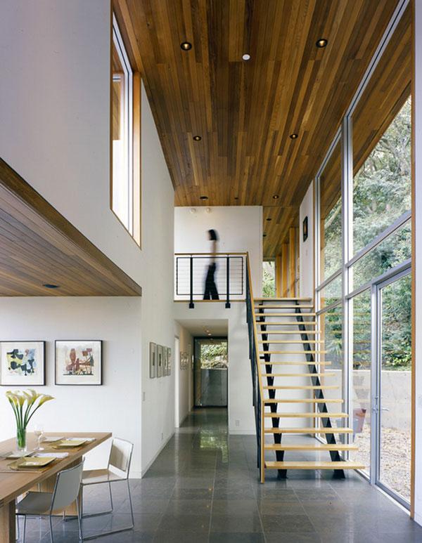 Потолок со встроенной подсветкой в прихожей
