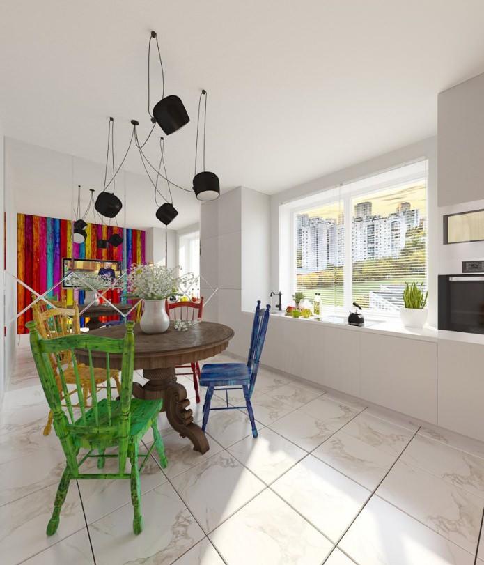 Яркие предметы мебели в кухонной зоне
