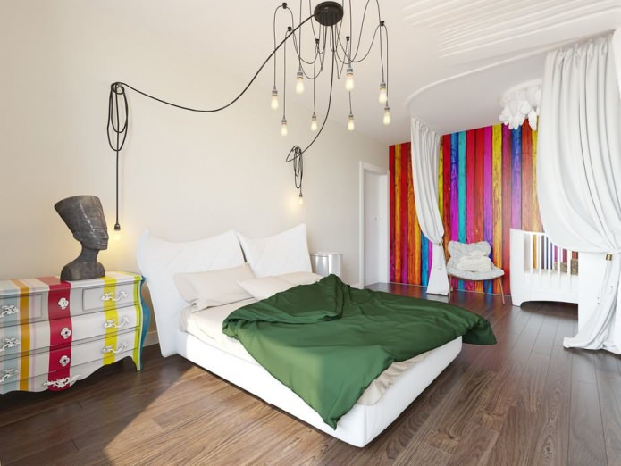 Красивая люстра в интерьере спальной комнаты