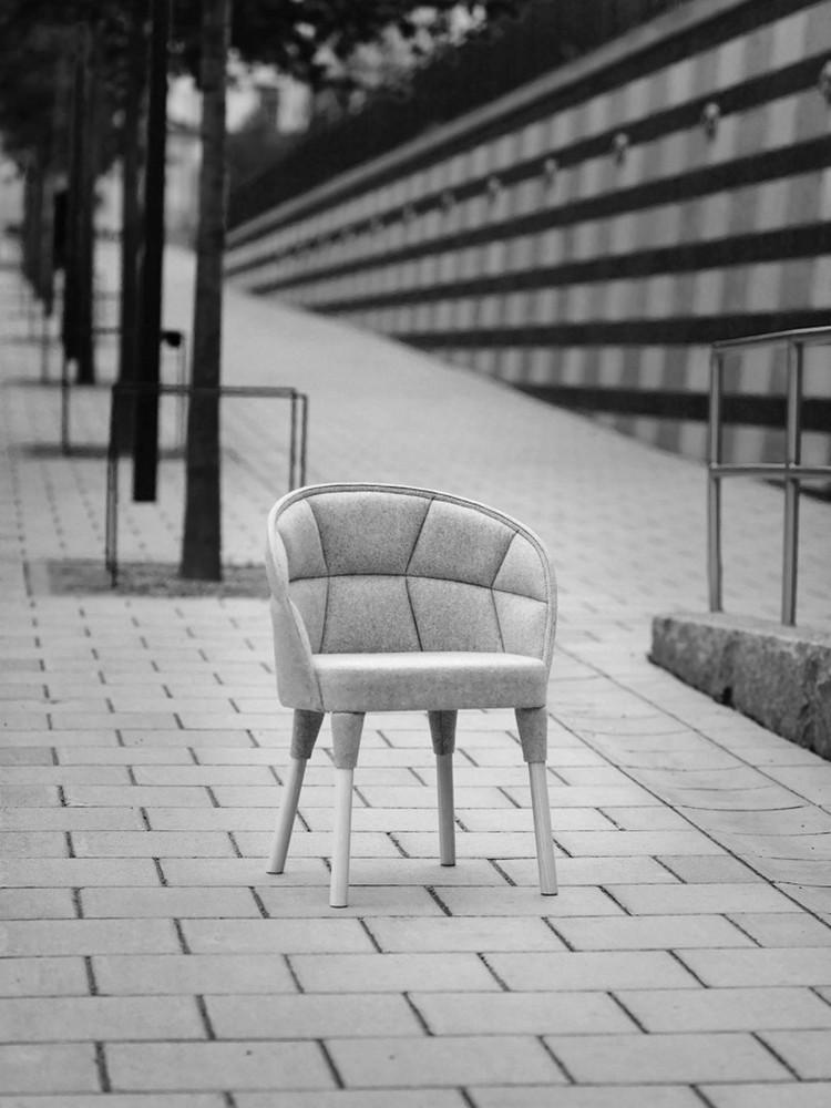 Необычный дизайнерский стул из коллекции EMMA от Färg & Blanche