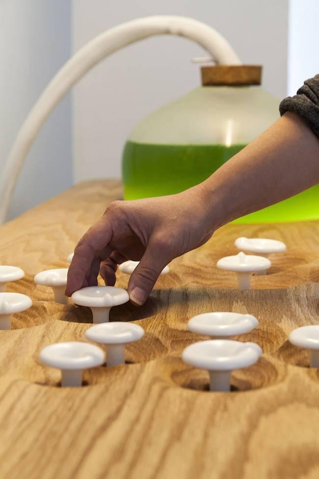 Живая мебель с водорослями: центральная панель управления