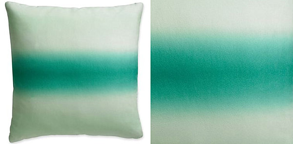 Подушки белого и зеленого цветов