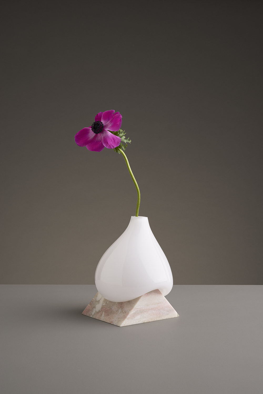 Стеклянные вазы от шведской студии EO: скульптурные арт-объекты или ёмкости для цветов?