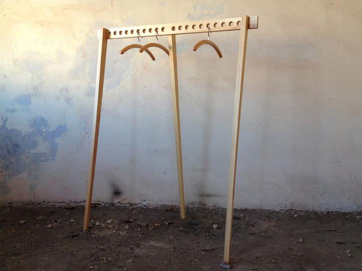 Деревенная подставка для вешалок