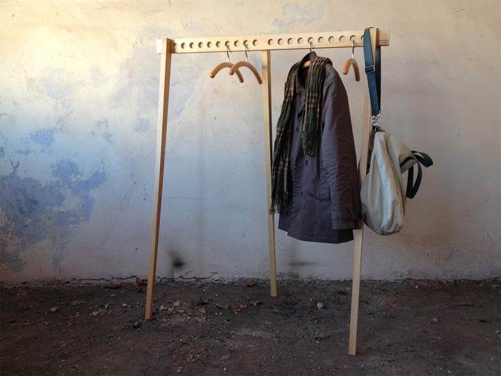Дизайнерская подставка для вешалок с одеждой