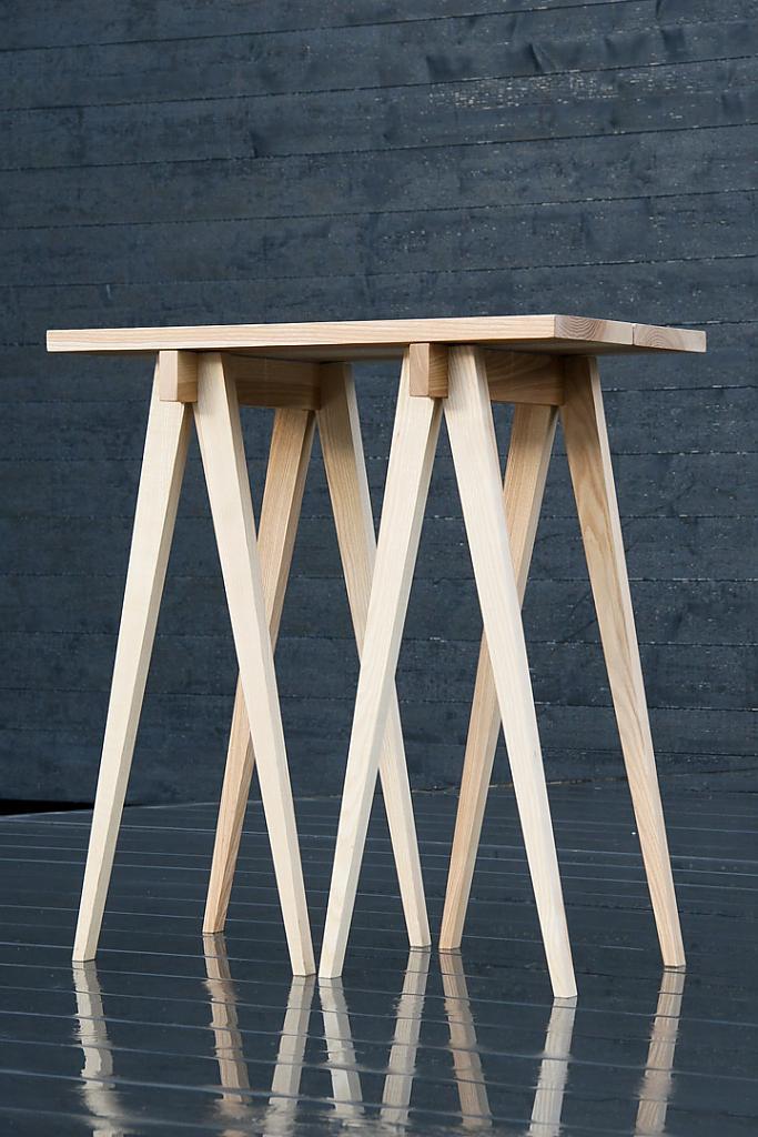 Стол с высокими ножками