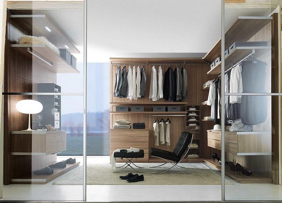 Открытые деревянные шкафы