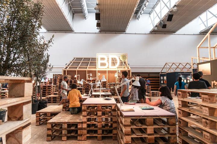 Деревянные поддоны используются также как рабочие столы