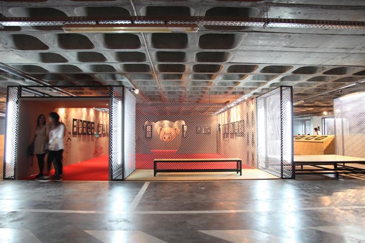 Каждая комната выставочного центра оснащена хорошим освещением