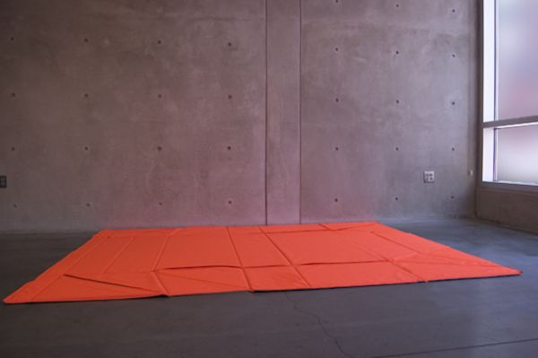 Необычный оригами диван в дизайне интерьера