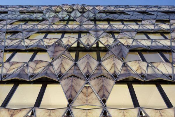 Фасад здания в Париже