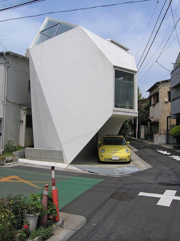 Необычный фасад отеля в Токио