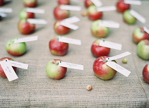 Пригласительные из яблок