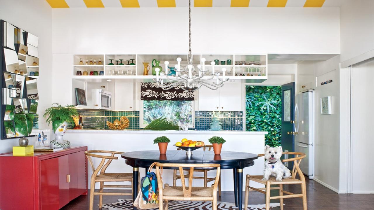Золотой, красный, зеленый цвет в интерьере кухни