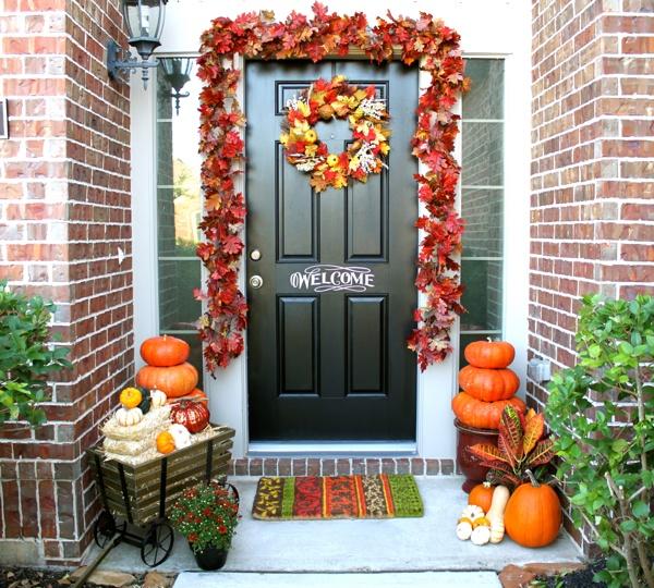Осеннее оформление входных дверей