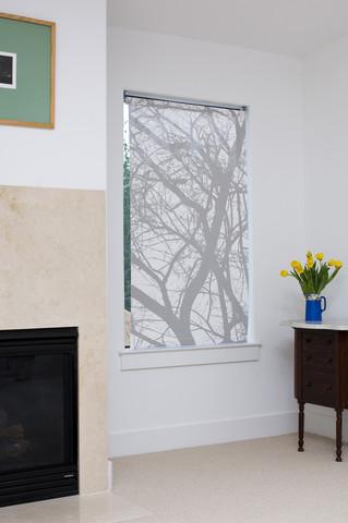 Декорирование окна - фото авторской работы Мелиссы Борель: http://museum-design.ru/idei-dekorirovaniya-gorodskikh-okon-ot-melissy-borel/