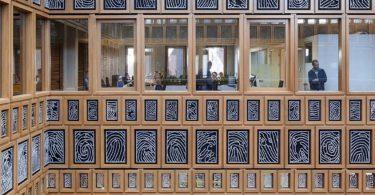 Фасад с отпечатками пальцев жителей города, Девентер, Нидерланды