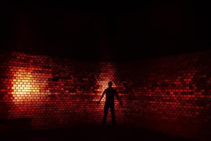 Комната с невероятными визуальными и сенсорными эффектами дает возможность человеку испытать необычные ощущения