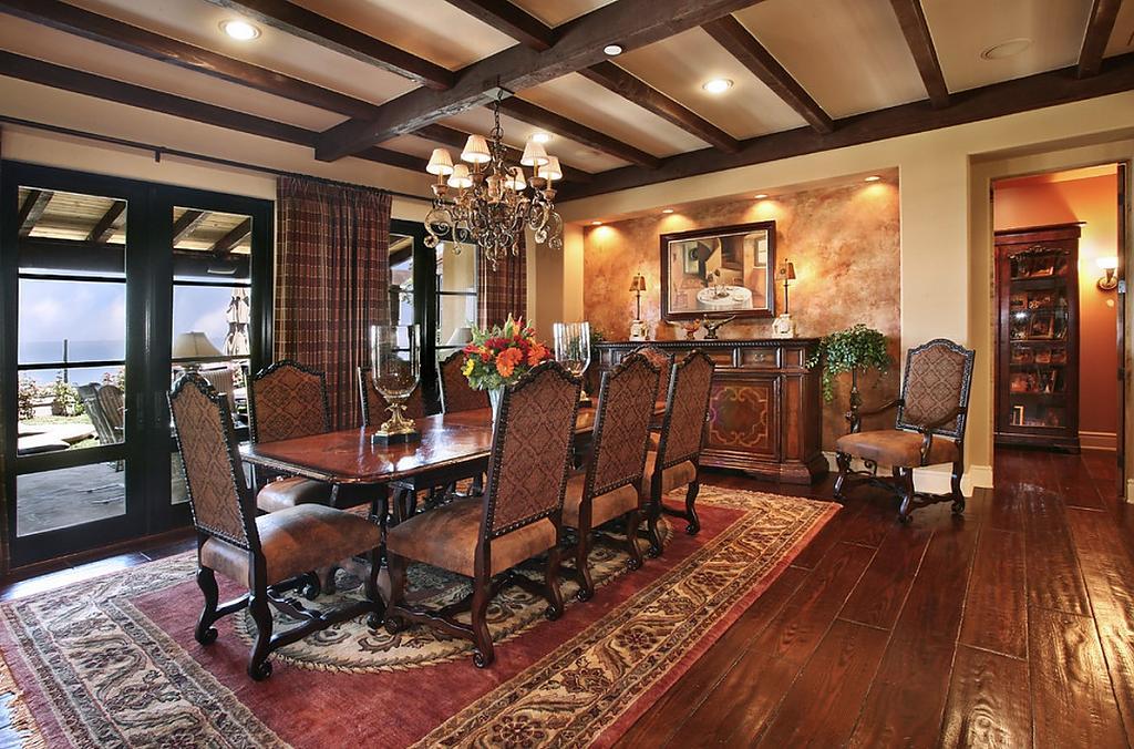 Роскошная мебель в интерьере гостиной