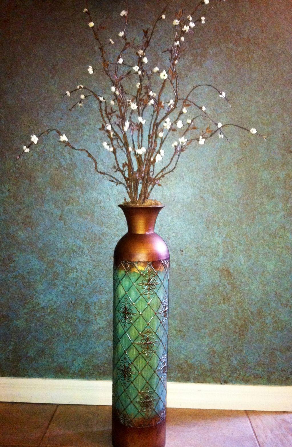 Ваза с цветами в дизайне интерьера