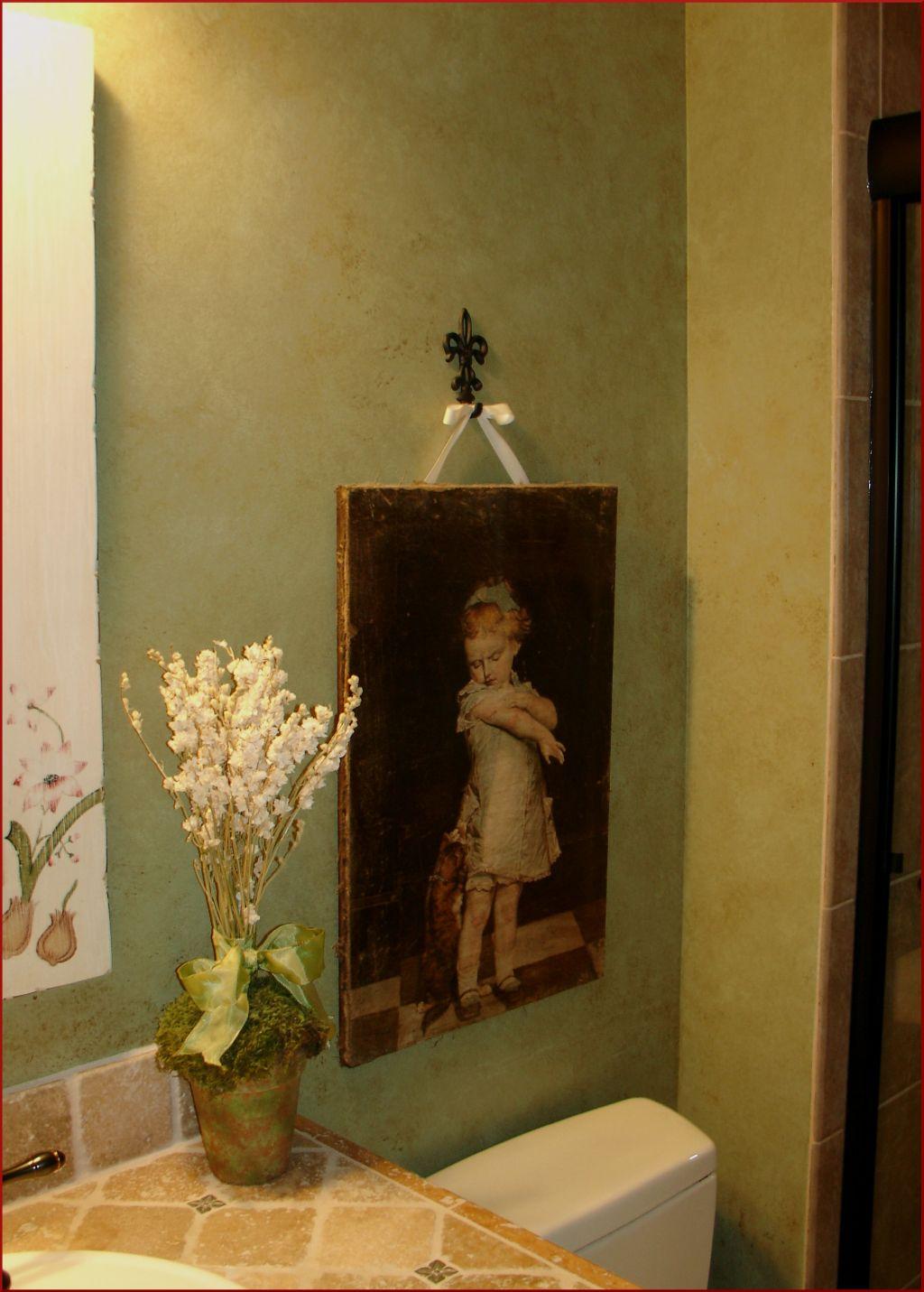 Декоративная отделка в дизайне интерьера туалетной комнаты