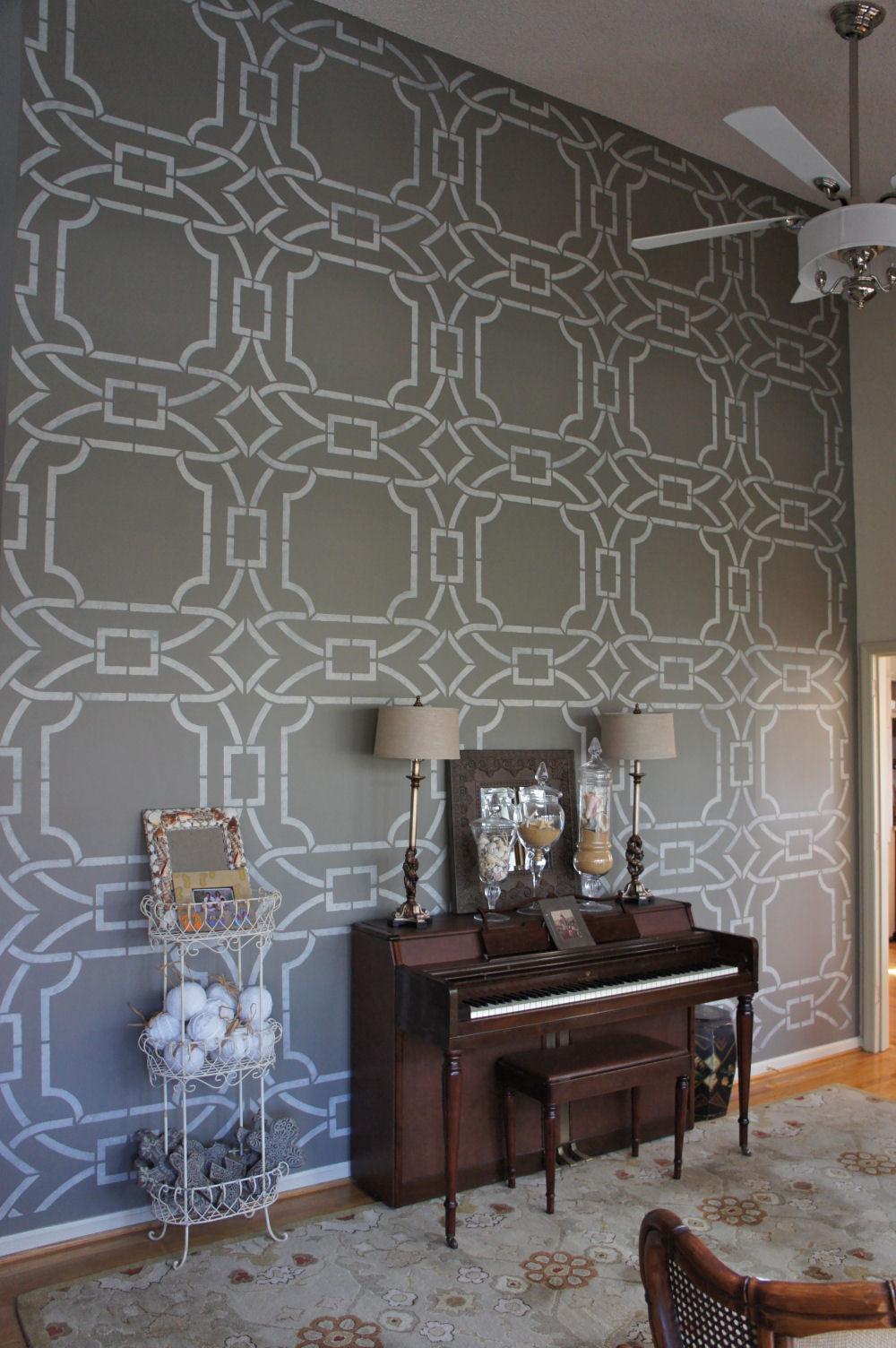 Декоративная отделка стены в дизайне интерьера комнаты