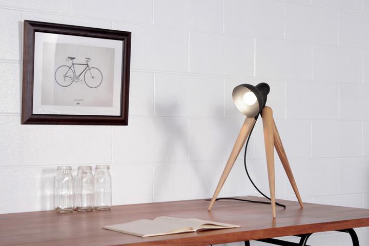 Настольный светильник Fellow Lamp от Y.S Collective