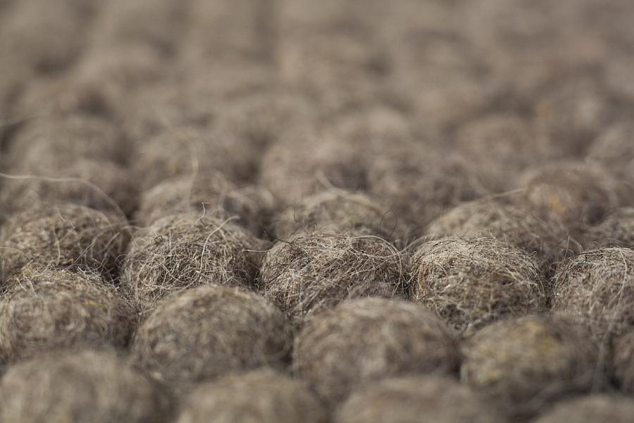 Шерстяные шарики для изготовления ковра