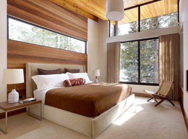 Светлая спальня с большими окнами