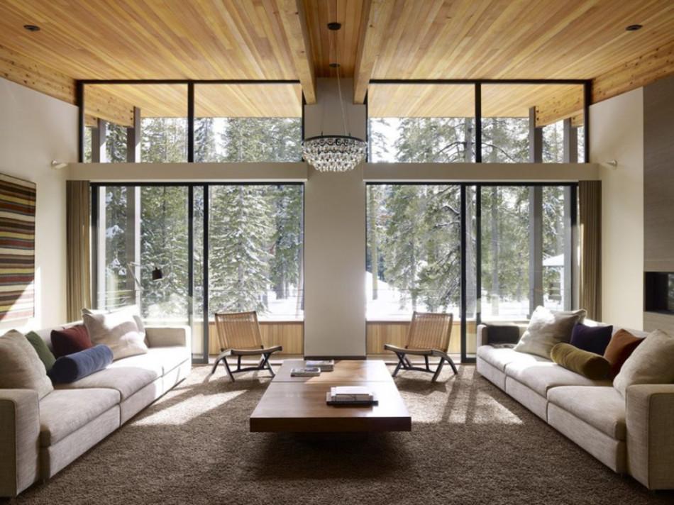 Большая гостиная с панорамными окнами