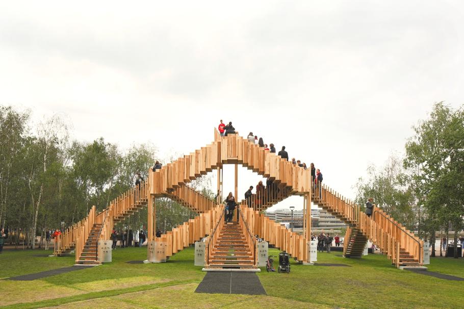 Бесконечная лестница от dRMM - экспонат Лондонского фестиваля дизайна
