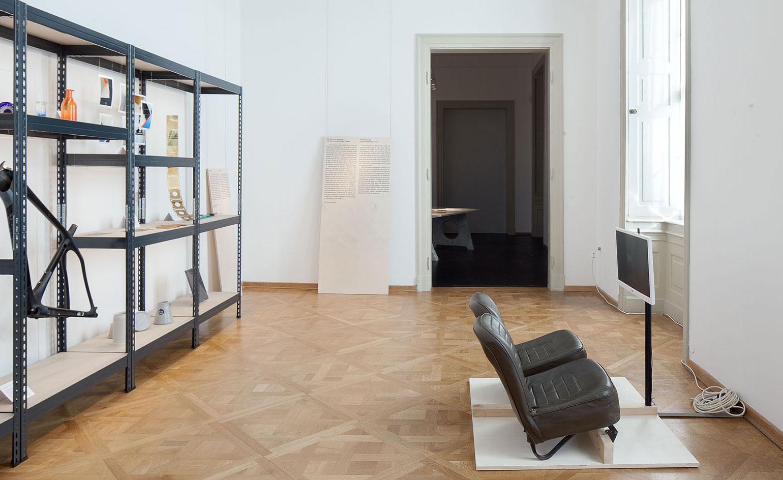 Фестиваль мебели Friends + Design: чёрные кожаные кресла