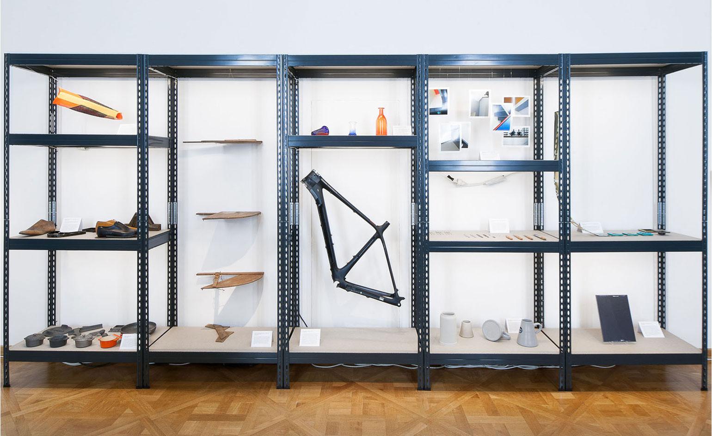 Фестиваль мебели Friends + Design: чёрный открытый стеллаж из металла
