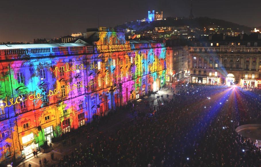 Удивительная световая инсталляция на Фестивале света