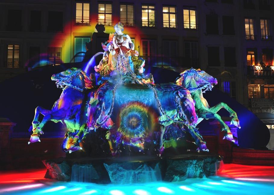 Чудесная световая инсталляция на Фестивале света