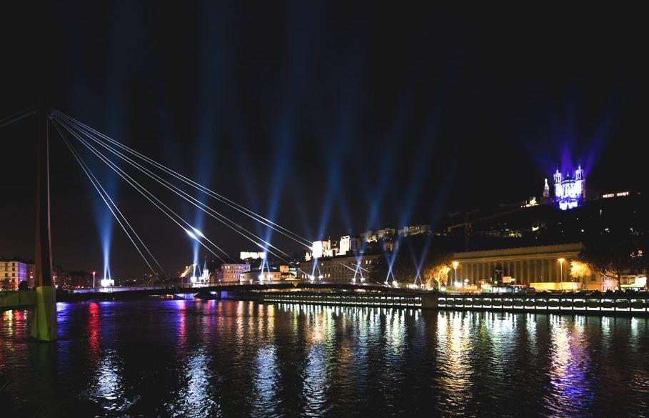 Хорошая световая инсталляция на Фестивале света