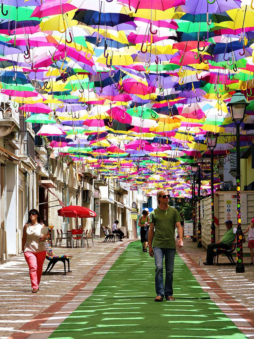 Праздник зонтов в Португалии