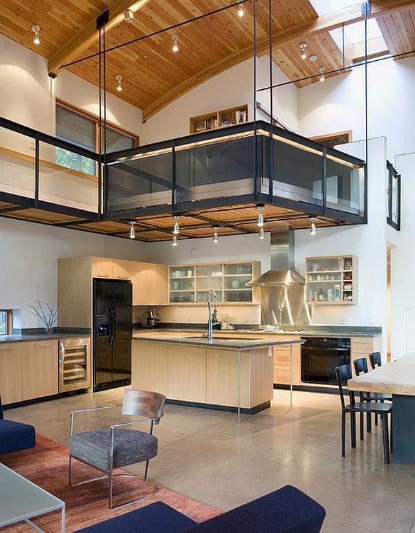 Дизайн интерьера комнаты с мезонином