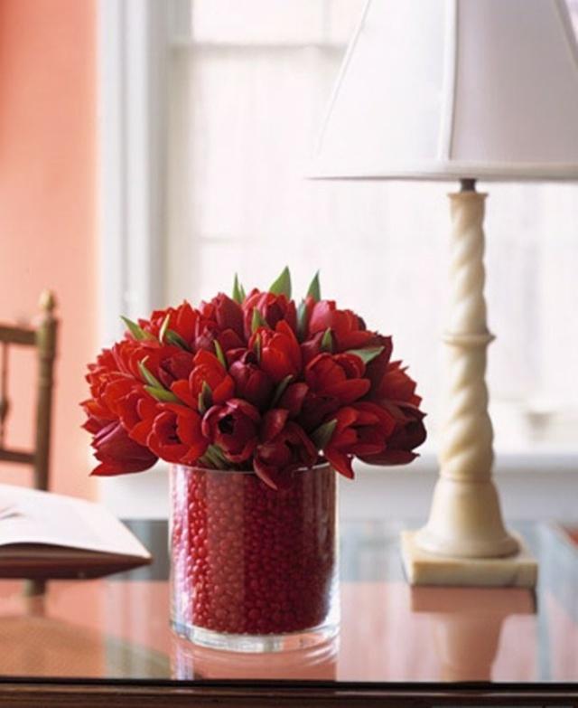 Ваза с цветами в спальне