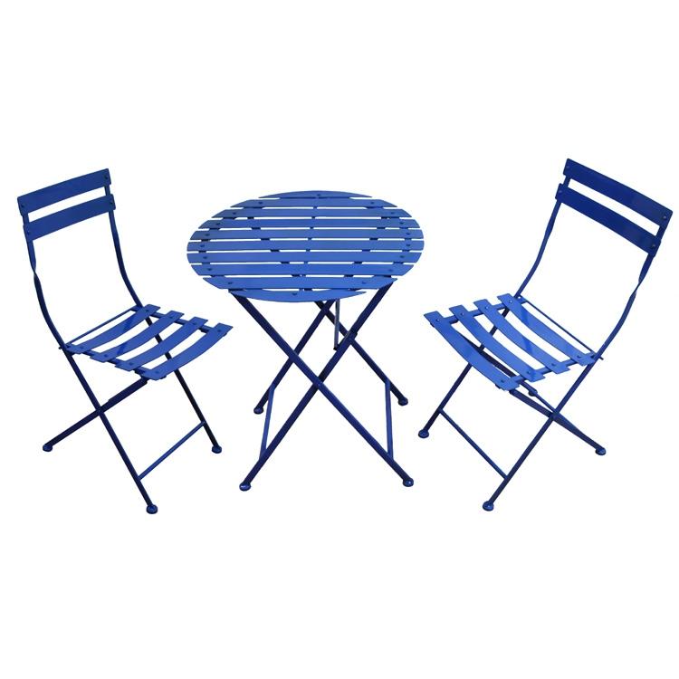 Синие складные стулья и стол