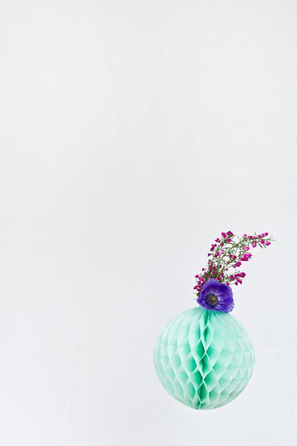 Оригинальная композиция из живых цветов