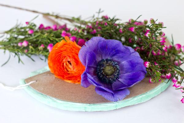 Изготовление оригинальной композиции из живых цветов