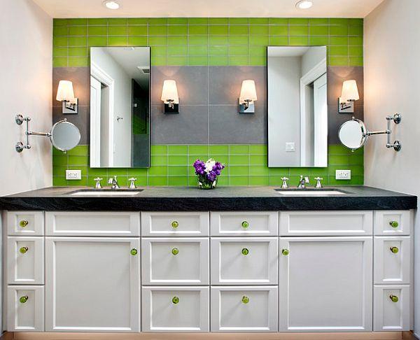 Зелёная плитка на стене в уборной